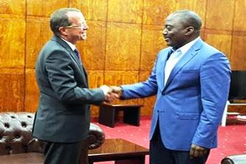 Martin Kobler et Joseph Kabila au Palais du peuple de Kinshasa, en août 2013