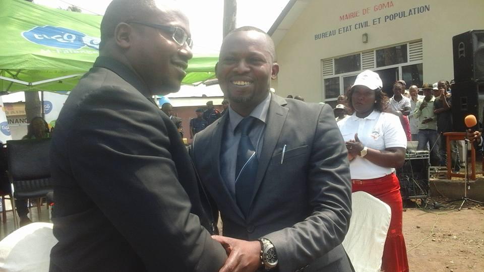 De gauche à droite: le PDG d'ISYSSOL et le Maire de Goma