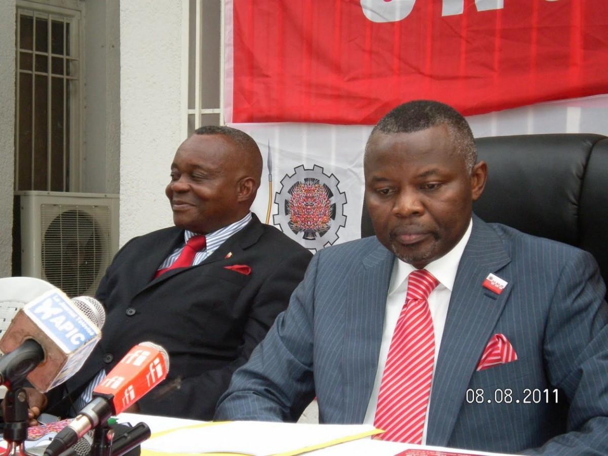 De gauche à droite: J.B. Ewanga, et Vital Kamerhe, président de l'UNC, au cours du point de presse