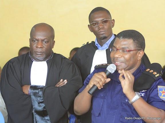 Le Prévenu Daniel Mukalay en compagnie de ses avocats