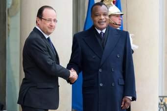 Le français Hollande saluant son homologue congolais, Denis Sassou Ngwso