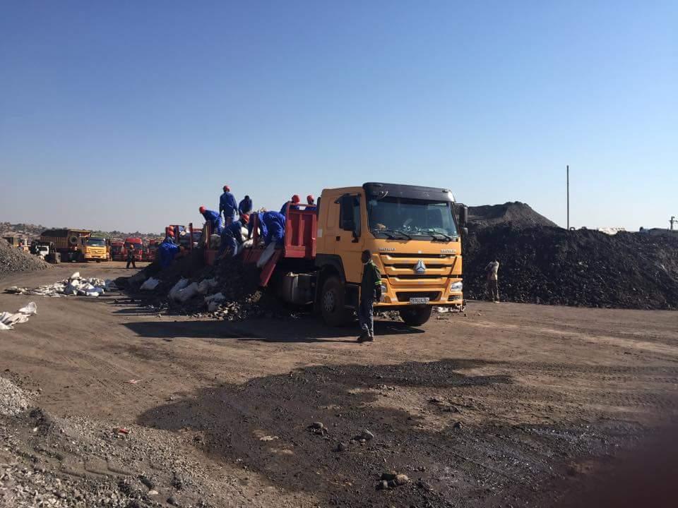 Les ouvriers de Les ouvriers Métal-Mines œuvrant dans les installations de la Société
