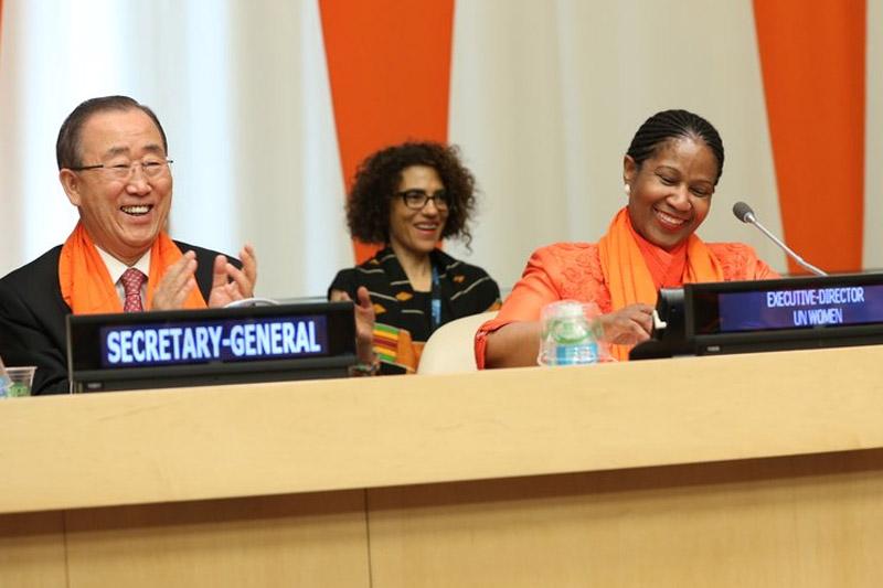 Le Secrétaire général Ban Ki-moon (à gauche) et la Directrice exécutive d'ONU-Femmes, Phumzile Mlambo-Ngcuka, lors de la célébration de la Journée internationale pour l'élimination de la violence à l'égard des femmes. (Photo ONU-Femmes)