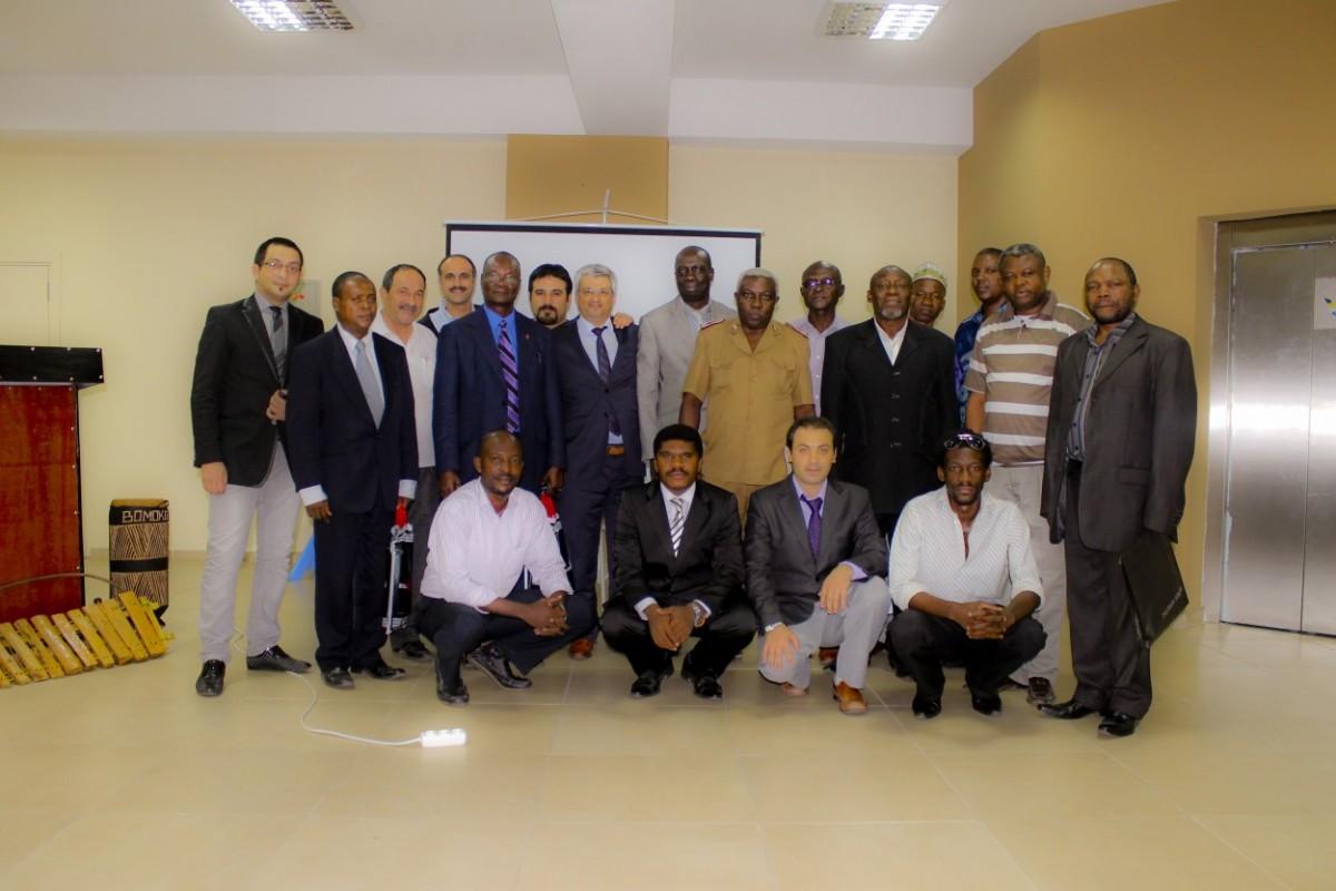 Le président du DAF (au milieu) entouré de représentants des confessions religieuses
