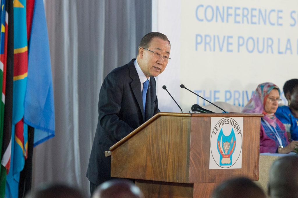 Le S.G. de l'ONU, devant les participants à la Conférence